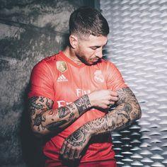 Madrid Sports (@MadridSportsEs) | Twitter Ramos Real Madrid, Real Madrid Club, Real Madrid Football Club, Real Madrid Players, Boy Tattoos, Sleeve Tattoos, Tatoos, Ramo Tattoo, Ramos Haircut