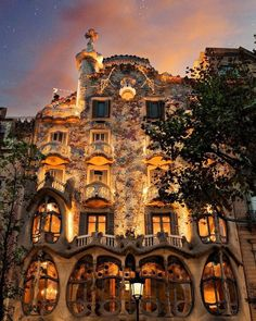 Barcelona glow (: - via Beautiful Destinations on : Amazing Destinations - International Tips - Dream - Exotic Tropical Tourist Spots - Adventure Travel Ideas - Luxury and Beautiful Resorts Pictures by Beautiful Buildings, Beautiful Places, Gaudi Barcelona, Visit Barcelona, Places Around The World, Around The Worlds, Barcelona Travel Guide, Places To Travel, Places To Visit