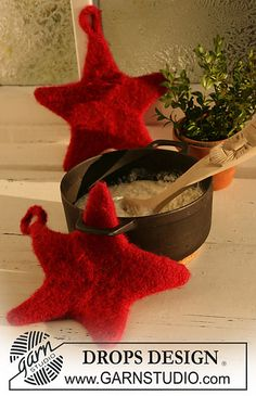 """Ravelry: 0-529 Felted star-shaped Christmas pot holders/oven gloves in """"Eskimo"""" pattern by DROPS design"""