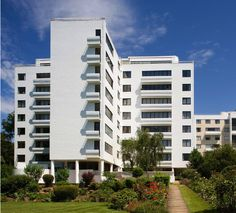 Berthold Lubetkin's (1901—1990) renovated apartment block from 1930's. Nice!