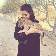 <3 Another pic from Dubai. Fan of Selena Gomez