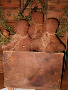 Gingerbread Men in a Box Primitive Christmas Decorating, Primitive Christmas Tree, Primitive Crafts, Rustic Christmas, Gingerbread Crafts, Gingerbread Men, Christmas Gingerbread, Gingerbread Cookies, Christmas Favors