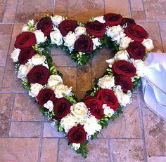 Funeral Floral Arrangements, Easter Flower Arrangements, Creative Flower Arrangements, Flower Arrangement Designs, Grave Flowers, Cemetery Flowers, Funeral Flowers, Romantic Flowers, Beautiful Flowers