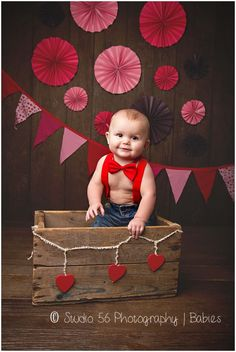 ideas for baby first valentines day pictures great gifts Valentine Mini Session, Valentine Picture, Valentines Day Baby, Valentines Day Pictures, Holiday Pictures, Funny Valentine, Holiday Photography, Photography Props, Birthday Photography
