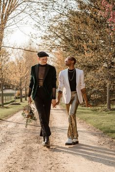 From modern boho wedding aesthetics like dried palms + macramé to '70s fashion, this wedding inspiration challenges gender norms with style. Groom Attire, Groom And Groomsmen, Wedding Men, Boho Wedding, Modern Groom, Boho Aesthetic, Stylish Suit, Real Couples, Men's Grooming