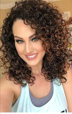 Love the hair Medium Curly, Medium Hair Cuts, Medium Hair Styles, Colored Curly Hair, Curly Hair Cuts, Curly Hair Styles, Short Curly Haircuts, Medium Permed Hairstyles, Haircut Medium
