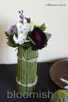 Beautiful Flower Arrangements, Floral Arrangements, Beautiful Flowers, Ikebana, Corporate Flowers, Centerpieces, Table Decorations, Bunch Of Flowers, Flower Designs