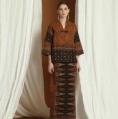 Batik Fashion, Ethnic Fashion, Hijab Fashion, African Fashion, Fashion Outfits, Batik Blazer, Blouse Batik, Batik Dress, Kebaya Lace