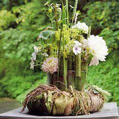 BLOOM's / Naturwerkstatt-Fachseminare für Fachgeschäftsinhaber und Floristen Fall Flowers, Wands, Flower Arrangements, Bloom, Glass Vase, Floral Design, Workshop, Wreaths, Table Decorations