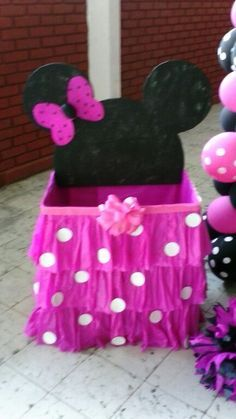 Risultati immagini per decoracion cumpleaños de minnie Baby Shower Photo Booth, Baby Shower Photos, Mickey Party, Mickey Minnie Mouse, Minnie Birthday, 1st Birthday Parties, Mouse Crafts, Mouse Parties, Baby Party