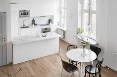 Light White And Grey Maisonette In Gothenburg - Gravity Home Scandinavian Kitchen, Scandinavian Interior, Modern Kitchen Design, Interior Design Kitchen, Gravity Home, Cuisines Design, Small Space Living, Small Apartments, Interior Design Inspiration