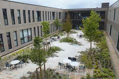Le patio du bâtiment Zéphyr offre un lieu de détente à 340 salariés de la Maaf, à Niort