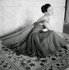 Amazing Fashion Photography of 1950s by Norman Parkinson Anne Gunning wearing an evening dress in rose red chiffon, British Vogue, November 1956.
