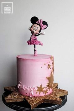 ▷ 1001 + ideas for the cutest Minnie Mouse cake for your little one pink fondant, mickey mouse cake topper, minnie mouse cake ideas, gold stars Minni Mouse Cake, Minnie Mouse Cake Topper, Mickey And Minnie Cake, Bolo Minnie, Minnie Mouse Birthday Cakes, Mickey Mouse Cupcakes, Mickey Cakes, Birthday Cake Girls, Mickey Birthday