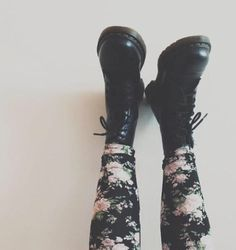 Imagen vía We Heart It https://weheartit.com/entry/57076254 #autumn #black #blackandwhite #boots #brown #cool #cute #docmartens #drmartens #fall #fashion #floral #floralprint #flowers #girly #grunge #hipster #leggings #love #lovely #shoes #spring #style #stylish #summer #white #winter