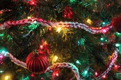 Easy DIY Pepermint Twist Crochet Christmas Garland Craft Pattern from PurlsAndPixels Diy Crochet Garland, Crochet Christmas Garland, Christmas Tree Garland, Christmas Knitting, Crochet Ornaments, Crochet Patterns For Beginners, Knitting For Beginners, Crochet Mittens Free Pattern, Jelly Roll Quilt Patterns