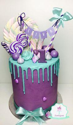 Purple & Blue Tropfkuchen Source by ineake . Torta Candy, Candy Cakes, Beautiful Cakes, Amazing Cakes, Mini Cakes, Cupcake Cakes, Blue Drip Cake, Drippy Cakes, Macaroon Cake