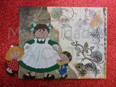 Lienzo decorado con gesso de fondo, papel de scrap de doble cara, silueta DM, filigrana de cartón prensado, tintas y sellos.