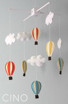 ideas diy baby mobile stars hot air balloon for 2019 Baby Mädchen Mobile, Cloud Mobile, Baby Mobiles, Felt Mobile, Diy Hot Air Balloons, Creation Deco, Felt Baby, Blog Deco, Baby Crafts