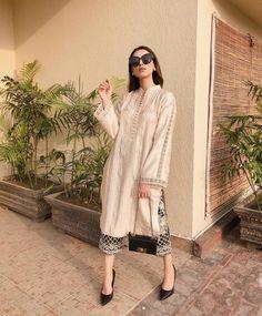 Beautiful Pakistani Dresses, Pakistani Formal Dresses, Pakistani Fashion Party Wear, Pakistani Wedding Outfits, Pakistani Dress Design, Indian Fashion, Pakistani Kurta, Anarkali, Women's Fashion