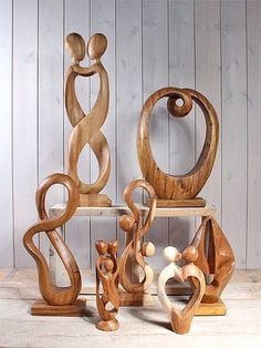 Moderne en abstracte beelden uit suarhout. Een eigen collectie direct uit voorraad leverbaar bij beeldenmarkt.nl in Someren.  https://www.beeldenmarkt.nl/moderne-houten-beelden