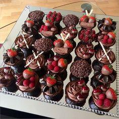 040817-1925_36 Totally Unique Wedding Cupcake Ideas _https://www.instagram.com/p/BR31zEYDe3c/?taken-by=hinarasool