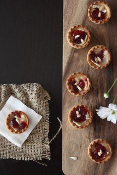Recetas de Mon: Tartaletas de queso de cabra y mermelada de frambuesa