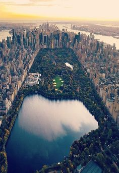 Central Park, New York City, NY, USA. I had no idea NY looked like this. How have I not been to this iconic city yet!?