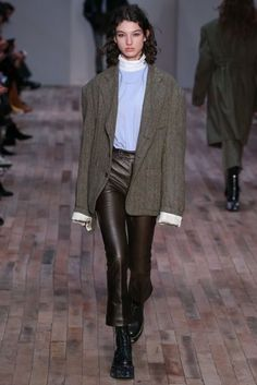 Herbst / Winter 2017 Ready to Wear Damenmode Edgy Chic, Casual Chic, Fashion Show Collection, Womens Fashion For Work, Mode Style, Fashion Over, Fashion Outfits, Fashion Trends, Prep Fashion