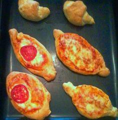 Οι συνταγές του Δίας!Dias recipes!: Ζύμη για αφράτα πεινιρλί και κρουασανάκια Fluffy Greek Peinirli -Boat shape Pizza or easy croissants