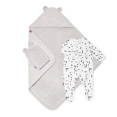 Shop the Geo Mono Snuz Baby Bath & Bed Set, includes a mitt, towel and sleepsuit. The mitt and towel have cute bear ears made with super absorbent and cosy micro cotton inside and our stylish print design on the outside. Baby Bath Time, Bear Ears, Cute Bears, Natural Baby, New Baby Gifts, Our Baby, Bedtime, Geo, Bedding Sets