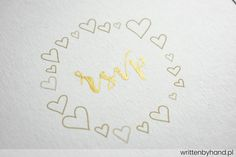 Złoto w Ramce - Ręcznie wykonane, niezwykle eleganckie pozłacane zaproszenie ślubne, w którym głównymi elementami są kaligrafowane Imiona Państwa Młodych, napis Ślub oraz rsvp a na kopercie Imiona i Nazwiska osób zaproszonych !