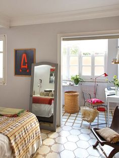 MICASA Un piso familiar y eclectico, квартира в Барселоне, спальня с ванной ))