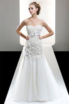 Elegant flowers beaded long lace 2016 wedding dresses sweetheart a line sweep train ivory/white formal bridal dress UD_043