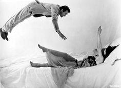 Clint Eastwood e Silvana Mangano Le streghe (1967)