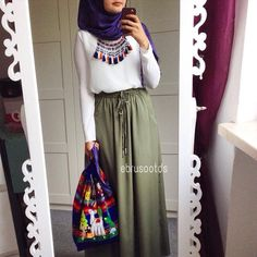 Khaki skirt with blue hijab and tassel fringe necklace Islamic Fashion, Muslim Fashion, Modest Fashion, Skirt Fashion, Fashion Outfits, Fashion Muslimah, Abaya Fashion, Hijab Chic, Casual Hijab Outfit