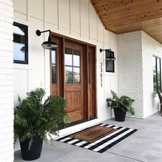 24 Amazing Farmhouse Porch Design Ideas And Decorations. If you are looking for Farmhouse Porch Design Ideas And Decorations, You come to the right place. Below are the Farmhouse Porch Design Ideas A. Farmhouse Front Porches, Modern Farmhouse Exterior, Farmhouse Door, Rustic Farmhouse, Modern Porch, Farmhouse Homes, Farmhouse House Numbers, Farmhouse Interior Doors, Southern Porches