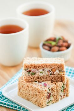 Turkey tarragon tea sandwiches / Sanduíches de peru e estragão