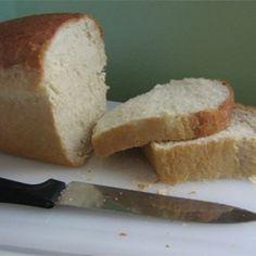 The best white bread recipe! Use organic flour and oil for GMO free sandwich bread; Amish White Bread, Homemade White Bread, Homeade Bread, Homemade Sandwich, Bread Machine Recipes, Bread Recipes, My Favorite Food, Favorite Recipes, Best Bread Recipe