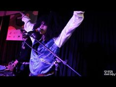 Erykah Badu & Thundercat [LIVE at SXSW]. I love when she hits on nu shooz. Listening to dj sets.