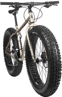 Surly Moonlander Fat Bike a bike you can ride in the snow ❤! Bmx, Velo Design, Bicycle Design, Road Bikes, Cycling Bikes, Surly Bike, Electric Bike Kits, Push Bikes, Bike Style