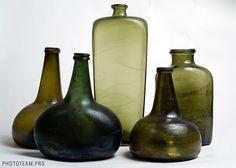 Secrets of Shipwrecks Antique Glass Bottles, Vintage Bottles, Gin Bottles, Bottles And Jars, Antique Quotes, Glass Onion, Brown Bottles, Pots, Black Glass