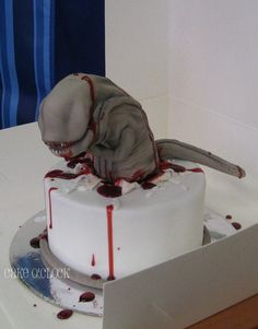 Facehugger cake, made by Cake O'Clock