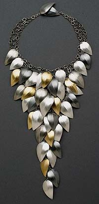 Leaf Necklace by Lynn Cristiansen. Sterling silver and gold… Modern Jewelry, Metal Jewelry, Jewelry Art, Silver Jewelry, Jewelry Accessories, Jewelry Necklaces, Fashion Jewelry, Jewelry Design, Unique Jewelry
