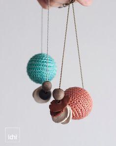 Joyería de cerámica collar de bolas de ganchillo por idniama