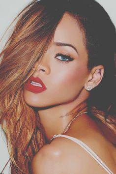 Rihanna's eyes look amazing here