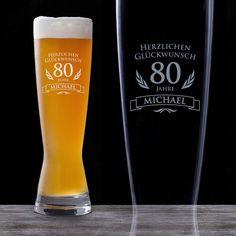 Ein persönliches Geburtstagsgeschenk - unser mit Namen und Alter graviertes Weizenglas zum 80. Geburtstag!