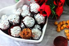 Bombones Ferrero Rocher caseros Ferrero Rocher, Chocolate, Muffin, Breakfast, Recipes, Food, Truffles, Sweets, Easy Recipes