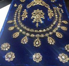 Bulgarian Diamond Scroll Tiara seen here in a diamond parure that belonged to Maria Amalia, wife of King Louis Philippe Royal Crowns, Tiaras And Crowns, Royal Jewelry, Jewelry Sets, Fine Jewelry, Indian Jewellery Online, Indian Jewelry, Antique Jewelry, Vintage Jewelry