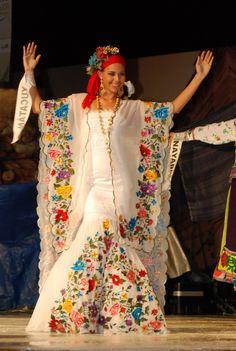 Jessica Martínez Vadillo de Yucatán. Primer lugar traje regional estilizado en Miss Earth México 2011